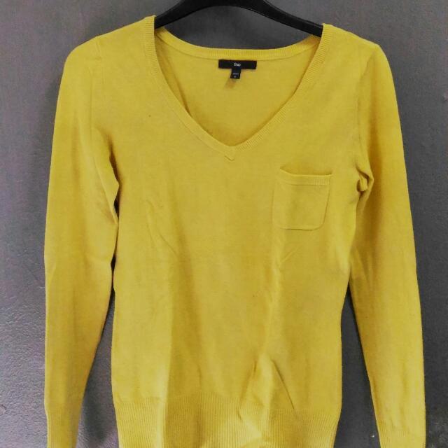 GAP Sweater V-neck Longsleeve Patch