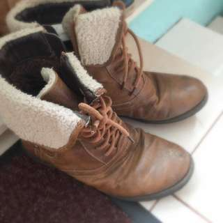 Size 7 Boots (women's)