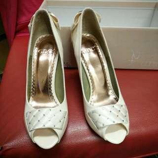 米白色伴娘高跟鞋
