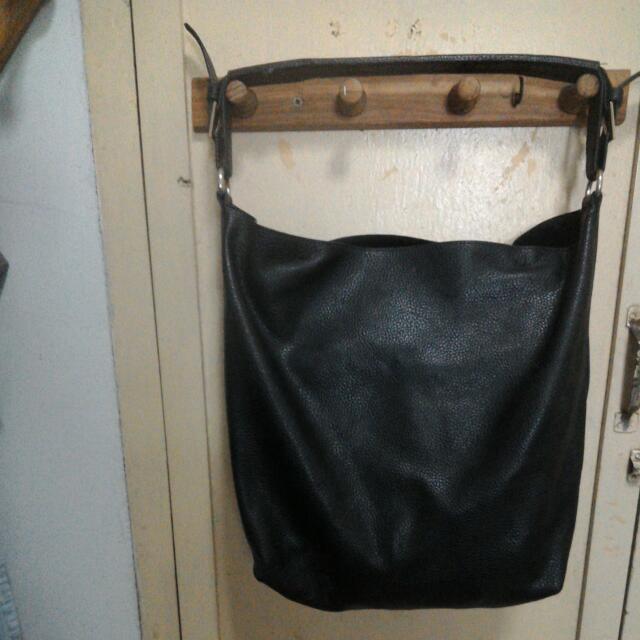 黑色合成皮時尚包