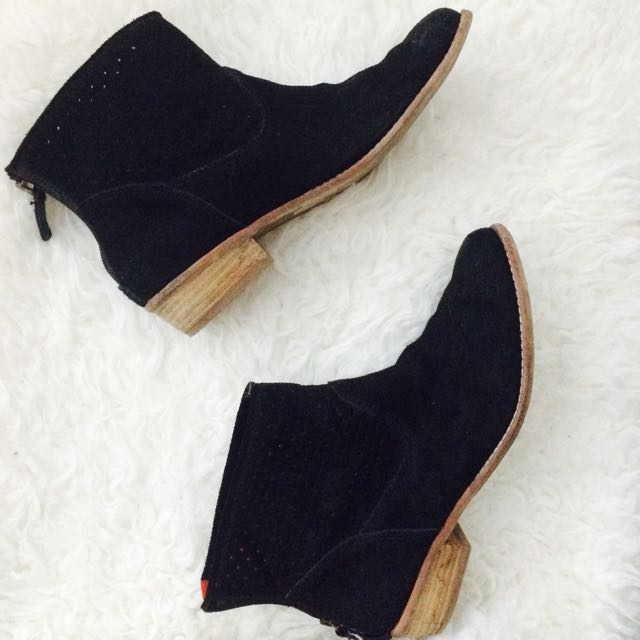 * REDUCED *DOLCE VITA Black Suede Booties