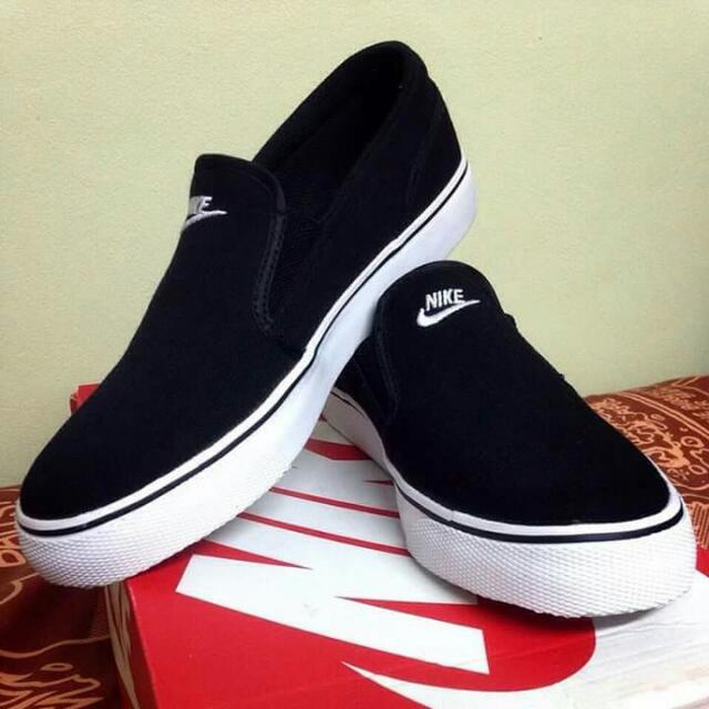 Nike Toki Slip-on