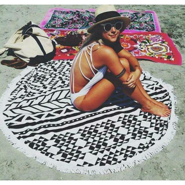 Round Geometric Print Beach Throw