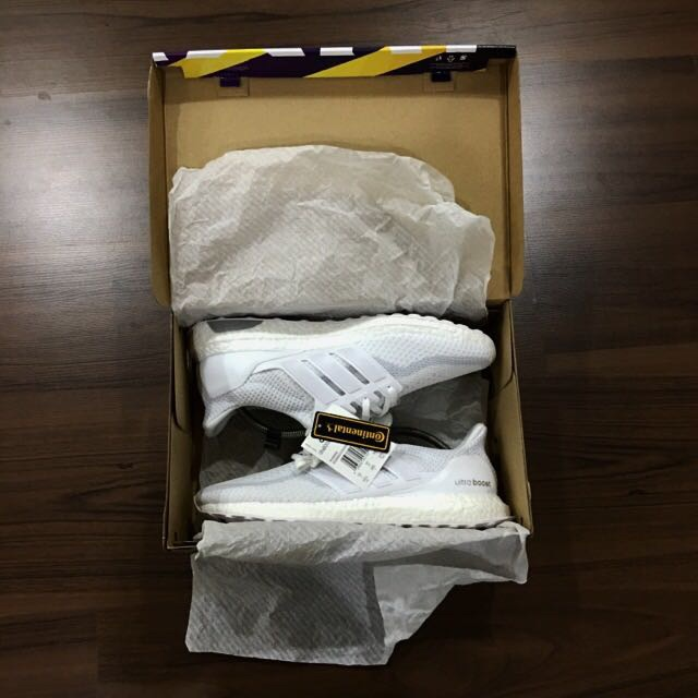 52be7327880  URGENT SALE  TRIPLE WHITE ULTRA BOOST 2.0 US10.5 UK10