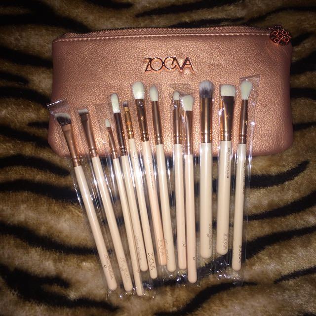 ZOEVA 12 Brush Set  And FREE beauty Blender