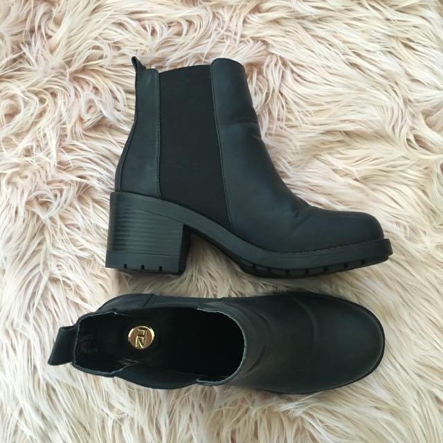 ZU Black Boots