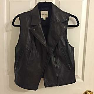 Small Sleeveless Faux Leather Jacket