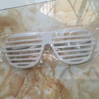 Kacamata Unik