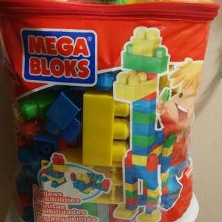 MEGA BLOCKS w/Carry Bag More than 95pcs