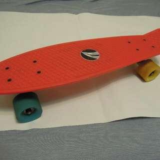 大小滑板只要一千唷,熱愛滑板的帥哥,來看看,喜歡帶走^^