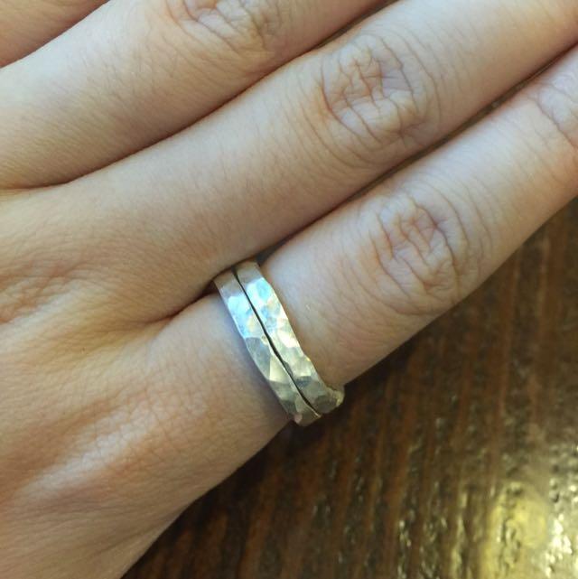 《手做設計》純銀不規則敲紋雙圈戒
