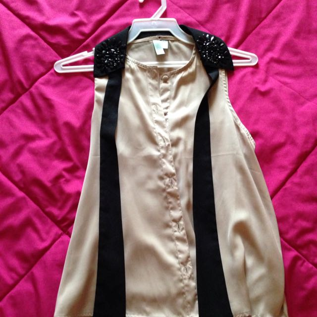 Beige Blouse With Black Collar