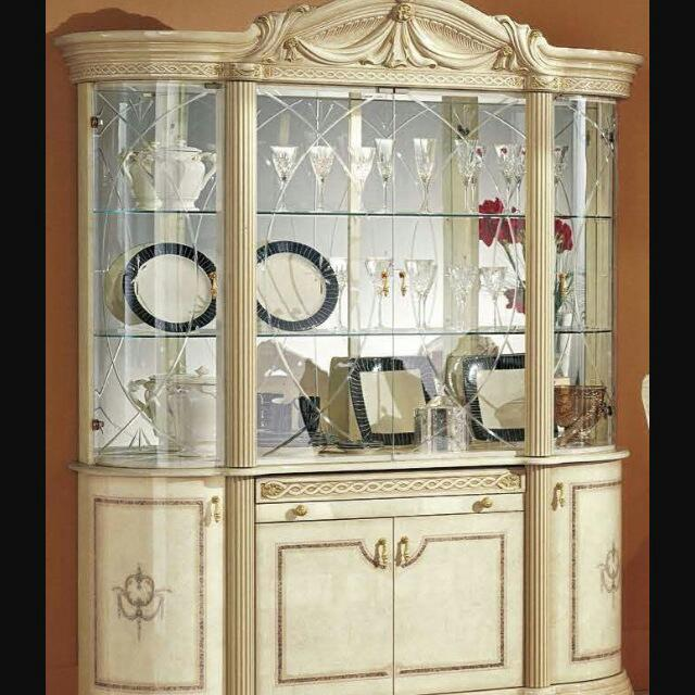 **MAKE OFFER**Italian Style display/china cabinet