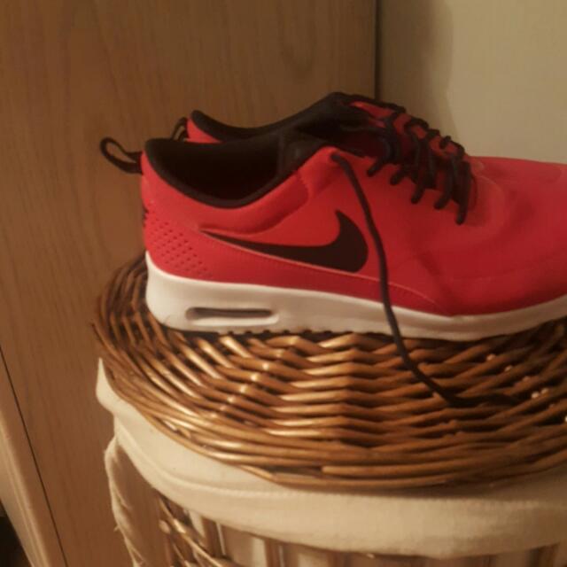 Red Nike Thea .
