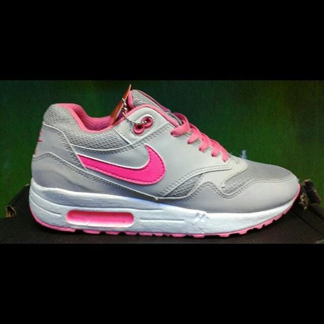 Sepatu Nike Airmax Cewek Termurah Keren Olahraga Gym Running Lari Adidas  Specs Mizuno 490c74fa59