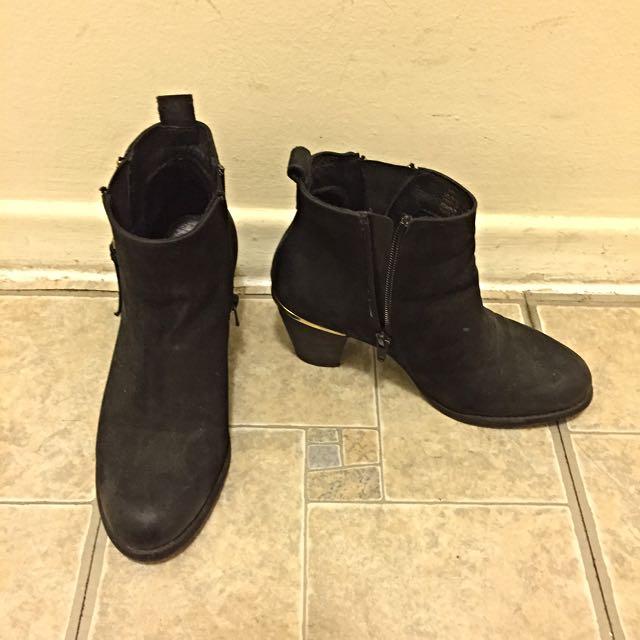 Pending-Steve Madden Ankle Boots