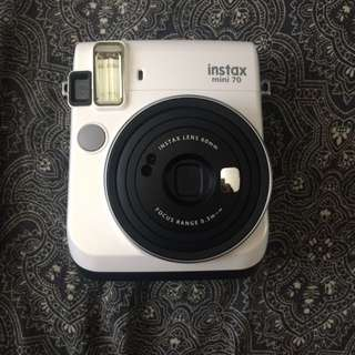 Fujifilm Instax Mini 70: Moon white