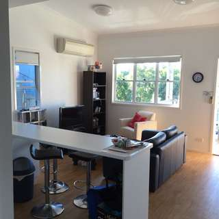Room In Greenslopes, Perfect Location!