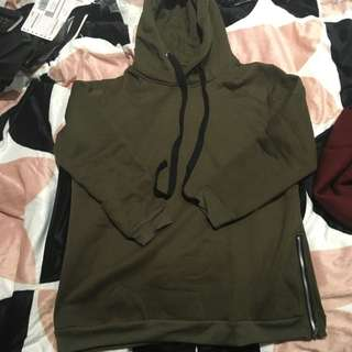 Military green jumper with zipper