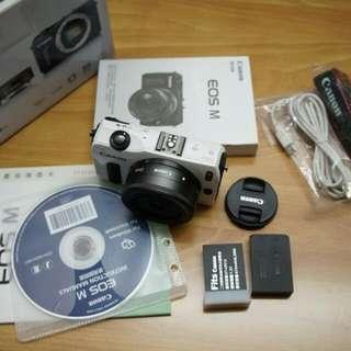Canon EOS M + EF-M 22mm F2 大光圈餅乾鏡 公司貨過保