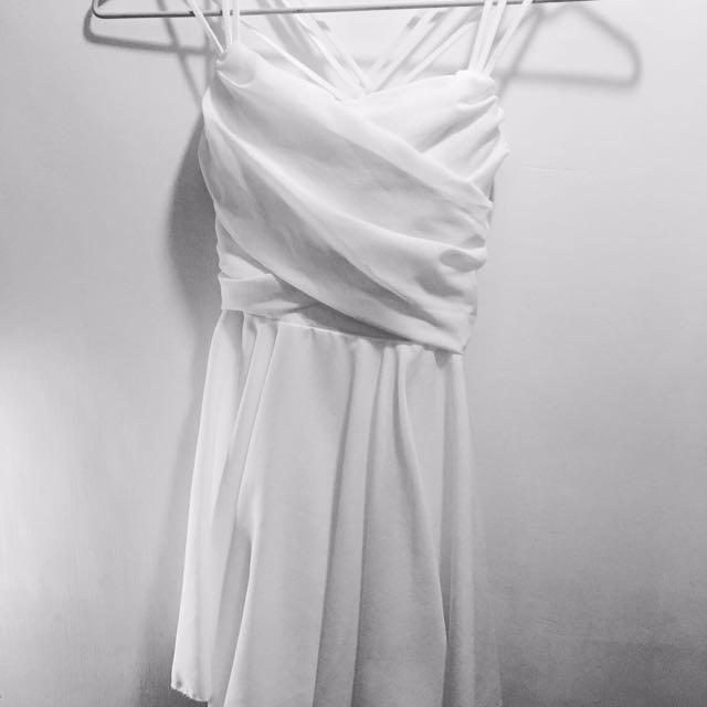 白色細肩帶洋裝