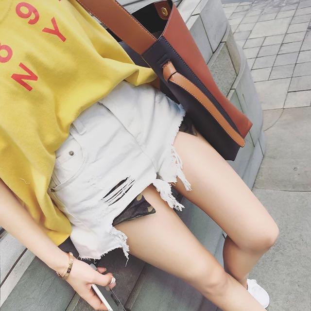 Allenciao♠️(免運)韓版 休閒 不修邊 毛邊不規則設計 高腰破洞迷彩牛仔短褲