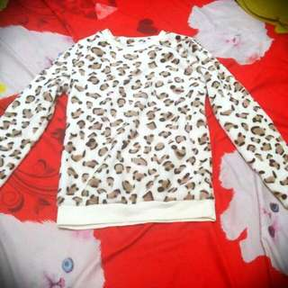 Sweater Bulu. Motif Leopard