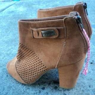 Mambo Heels