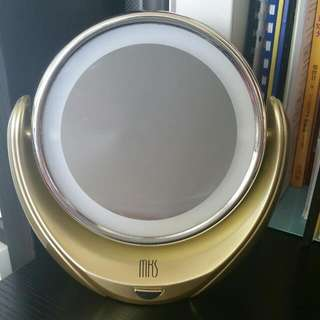 Magnifying Beauty Mirror
