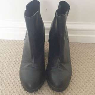 Ankle Boot (size 8)