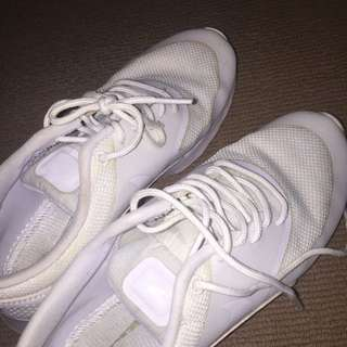 White Nike Theas