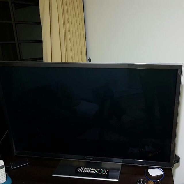 "50"" Smart 3D TV Panasonic With 3d Glasses"