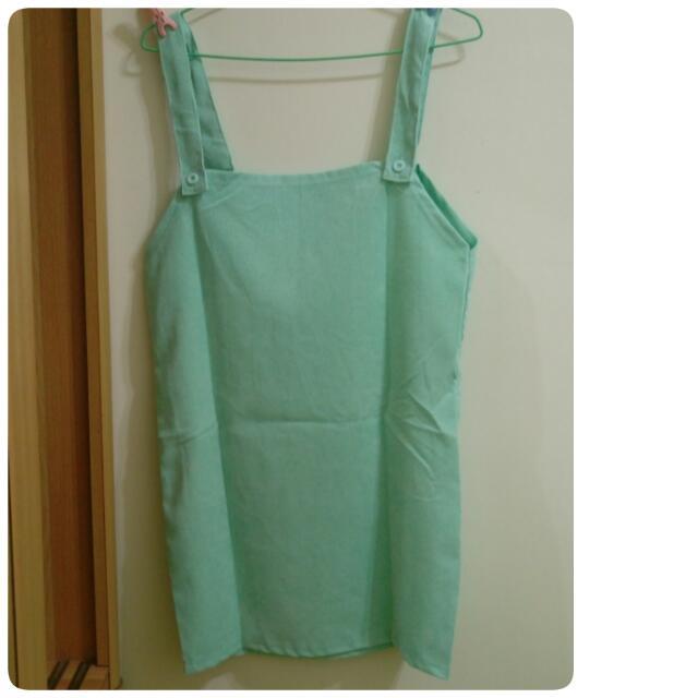 綠色吊帶裙