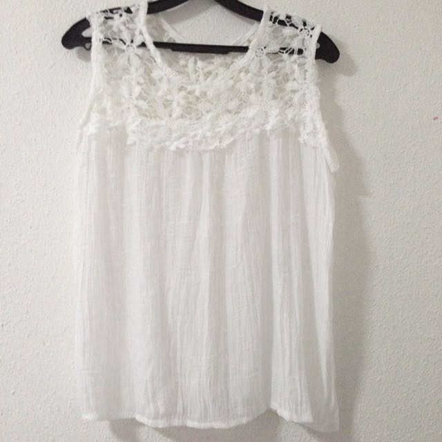 3f8562ebb2 Brand New White Floral Crochet Top Tie Up Lace Back Size S M ...