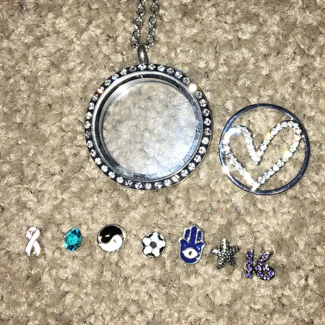 Charm Necklace With 8 Charms