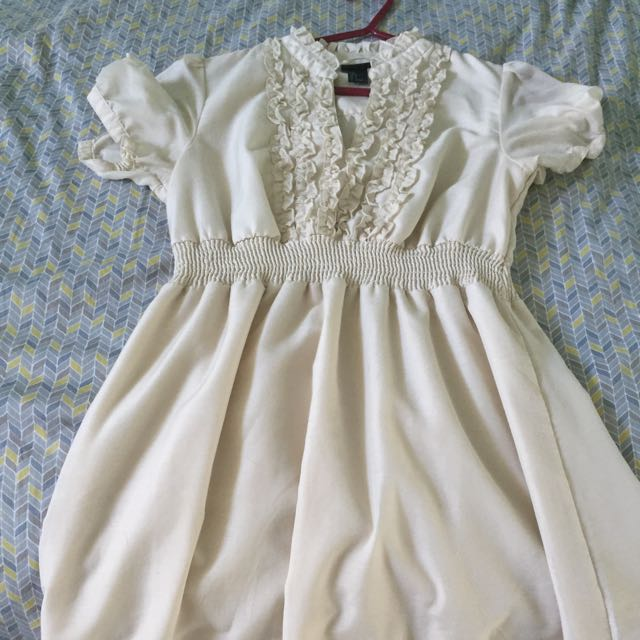 H&M Beige dress Size 8
