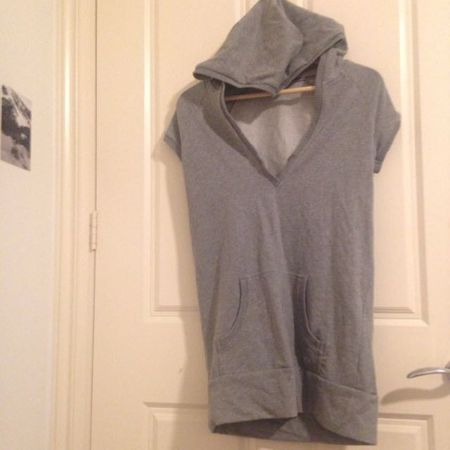Hooded V-Top