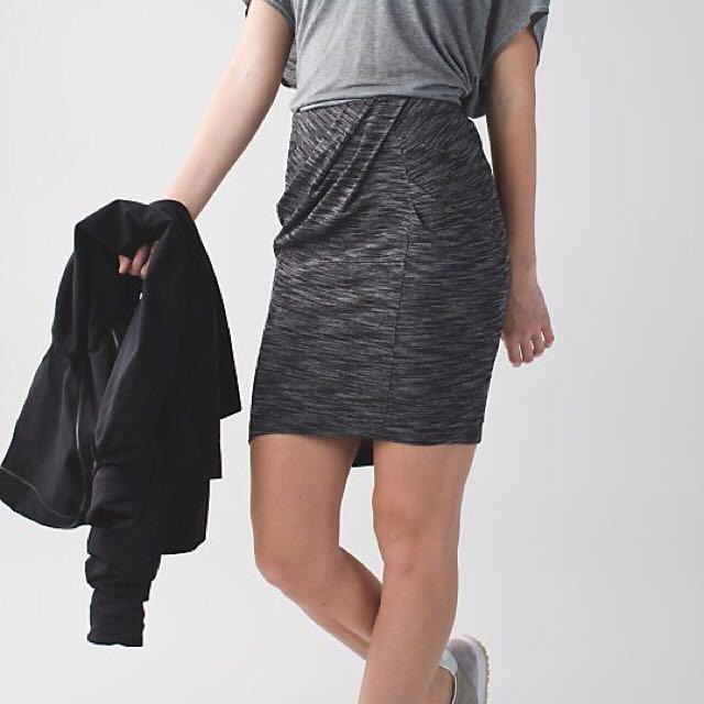 Lululemon Size 2 &Go Skirt Heathered Grey
