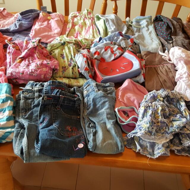 Size 4 Girls Pumpkin Patch Clothes.Mostly Pumpkin Patch,also A Few Pair Of Pjs.