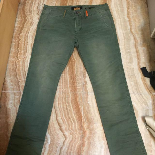Superdry 軍綠色 窄版 休閒長褲
