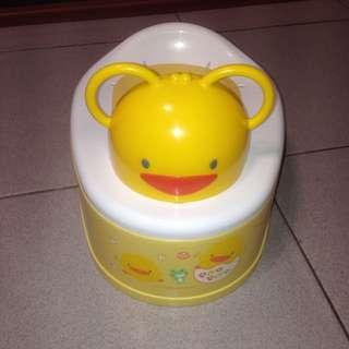 黃色小鴨寶寶學便器