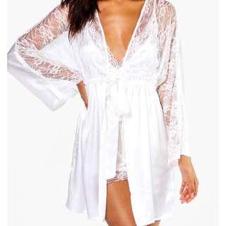 BNWT BOOHOO Bridal Short Lace Satin Robe