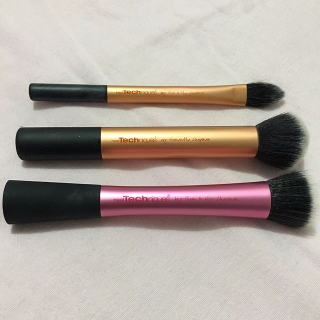 3x Real Techniques Makeup Brushes