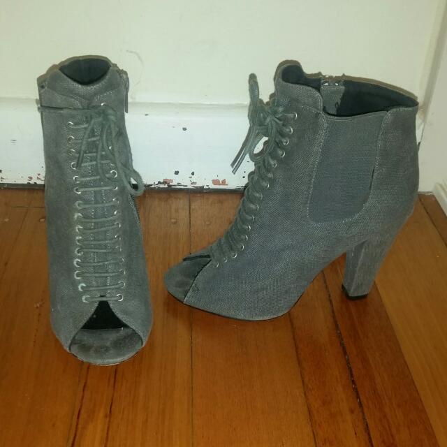 Betts Heels,  Size 6