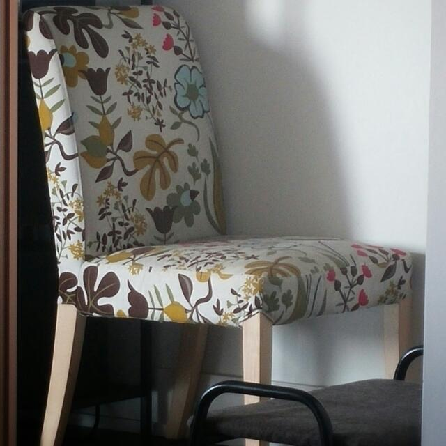 Birch Leg Cushioned Chair With Cover