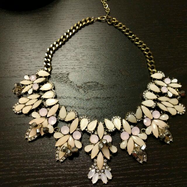 Brand new stylish elegant necklace with a gift box