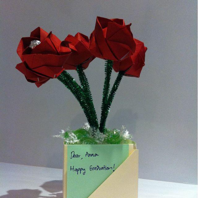 Bunga Kertas - Buket Bunga Kertas - Bunga Mawar Merah Dalam Vas - Paper Flowers - Flowers Bouquet - Bunga Dan Coklat Dan Permen