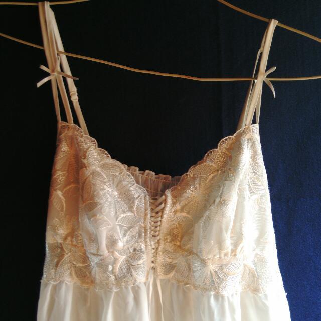 Camisol Putih Gading