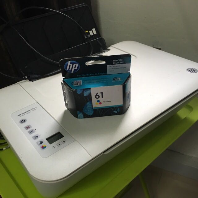 HP Deskjet 2540 + Unopened Color Toner Cartridge