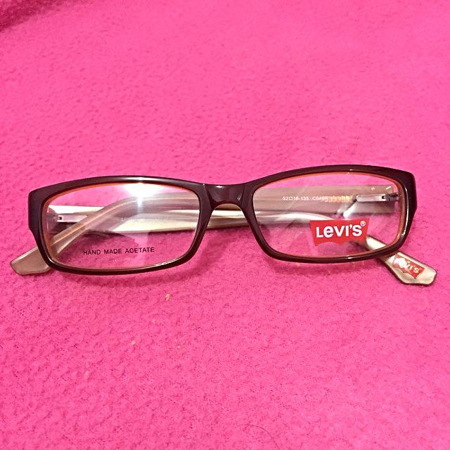Kacamata Levi's